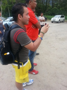 Venezuelan visitor fascinated by Dancehall sounds snapping a pic on RDX Kotch Video shoot - Courtesy of @sparkiebaby
